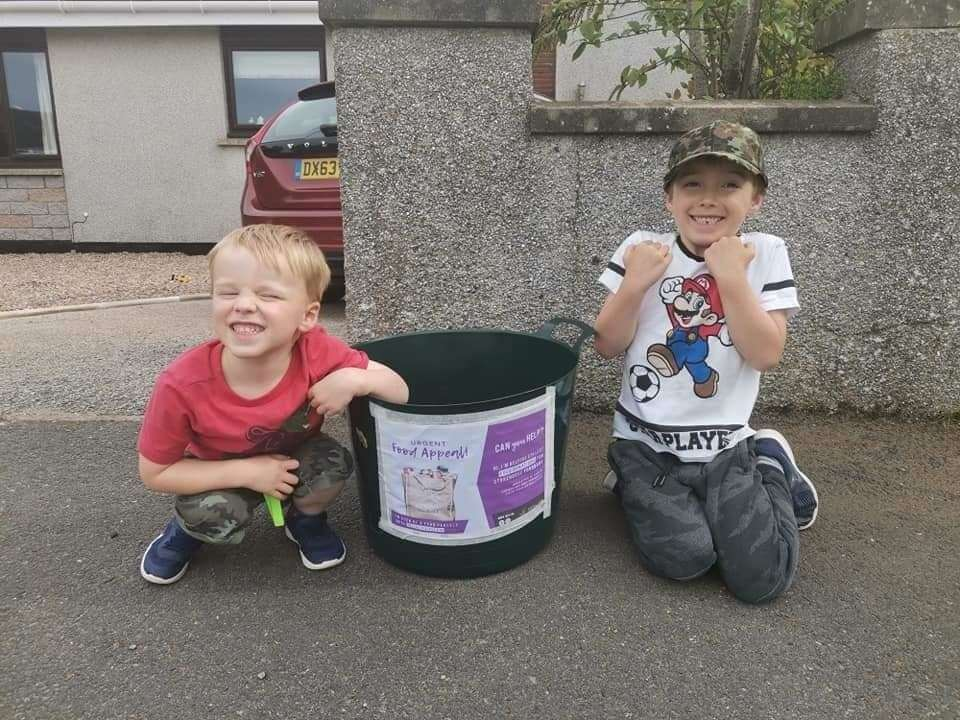Ellon youngsters Kyle and Ethan set up a Crate At The Gate.